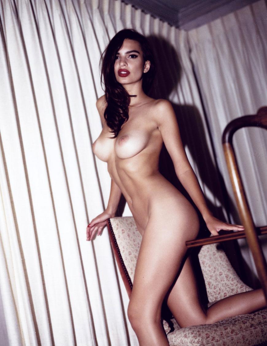 Emily Ratajkowski topless fotoshoot (5)