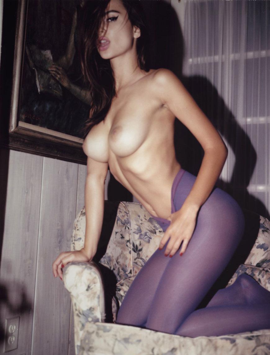 Emily Ratajkowski topless fotoshoot (4)