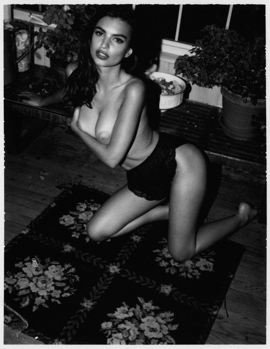 Emily Ratajkowski topless fotoshoot (14)