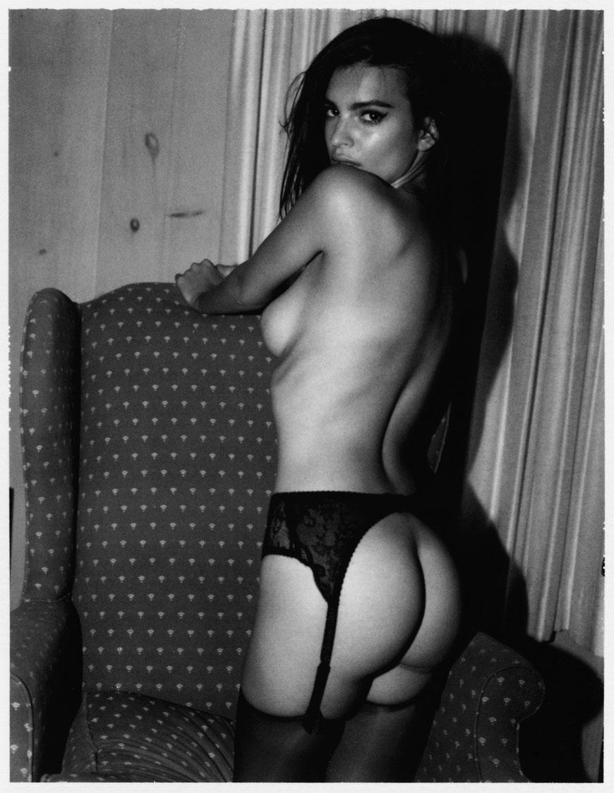 Emily Ratajkowski topless fotoshoot (13)