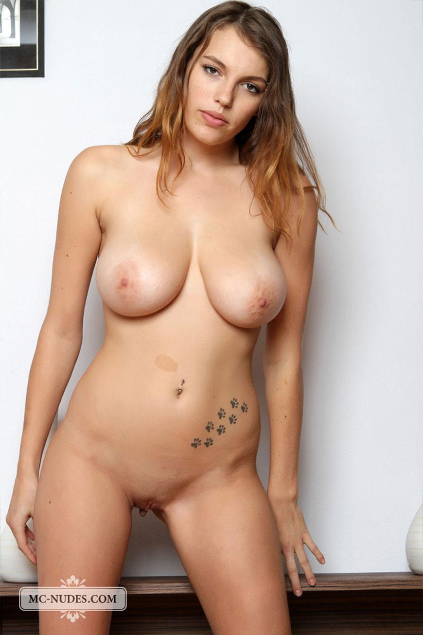 Samantha barks naked
