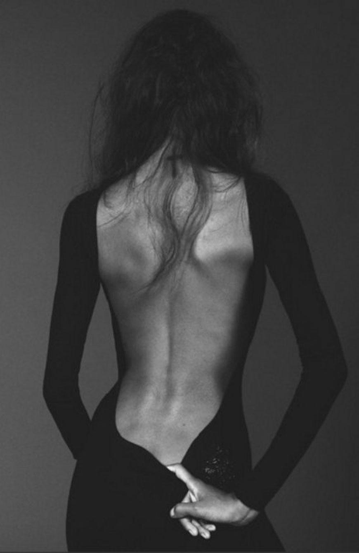 Девушки с обнаженной спиной