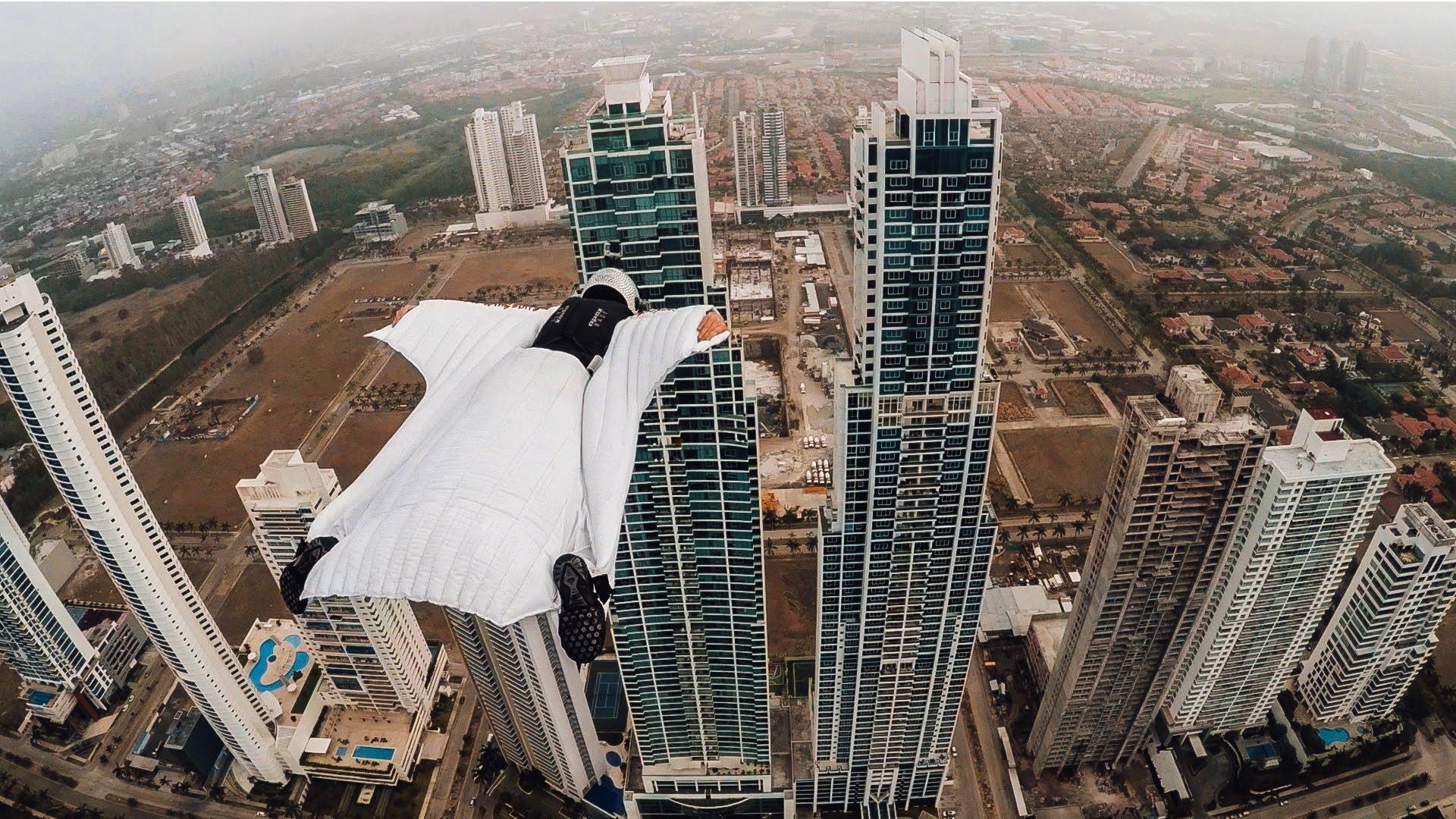 Met de wingsuit door Panama City