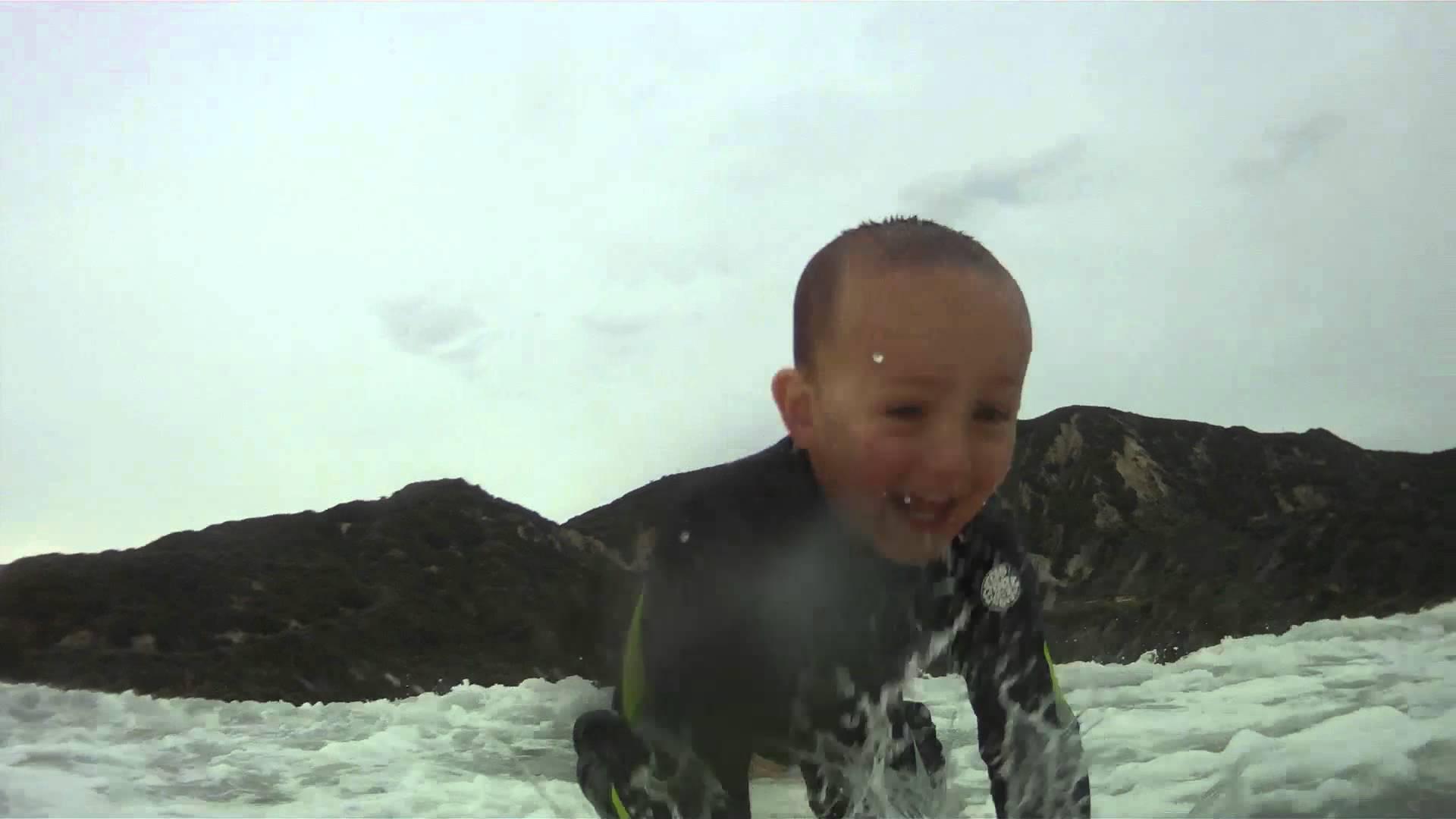 2 jaar en al op de surfplank