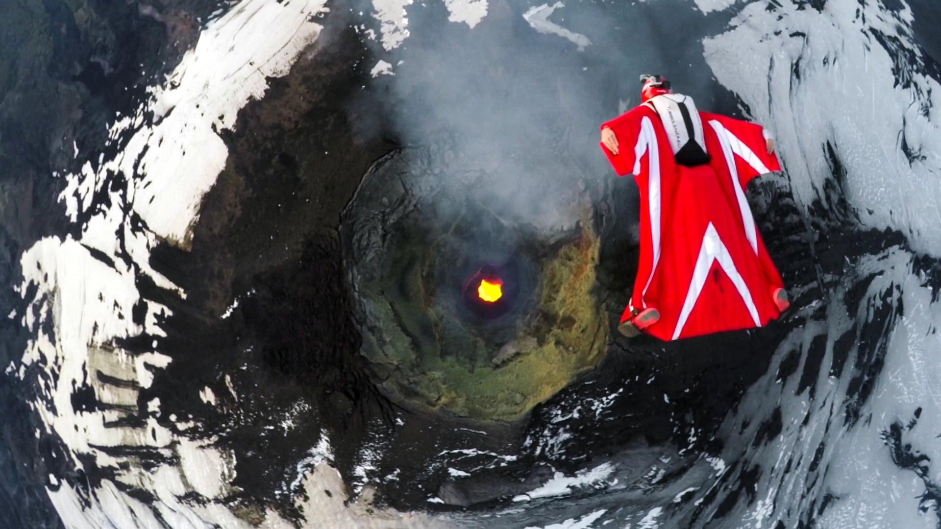 Met een wingsuit over een actieve vulkaan