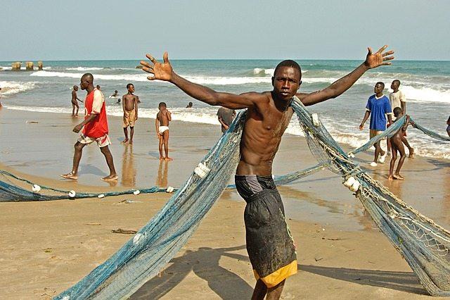 Een visser in Ghana